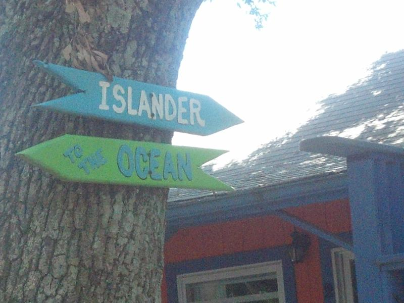This way to the Islander Shabby Chic