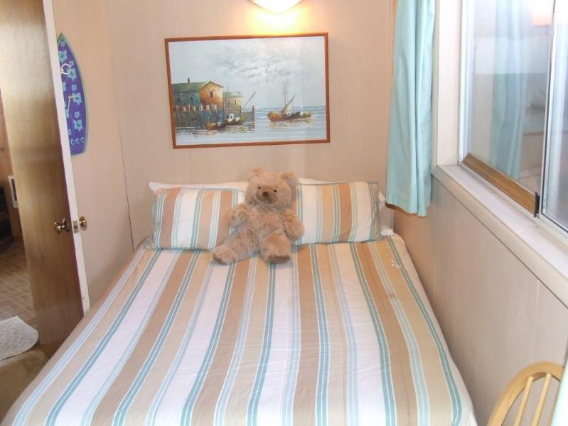Queen Bed- Guest room