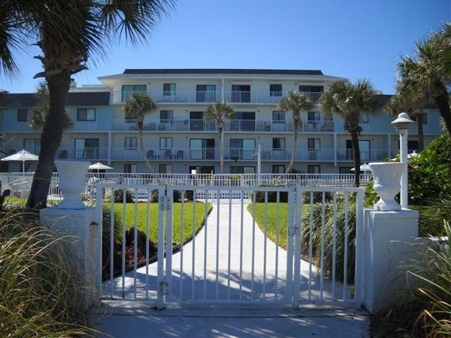 Oceanfront Condo with Fabulous, Unspoiled Beach, alquiler de vacaciones en Flagler Beach