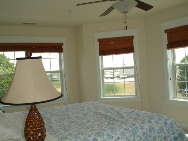 second guest bedroom 2 - beach park view