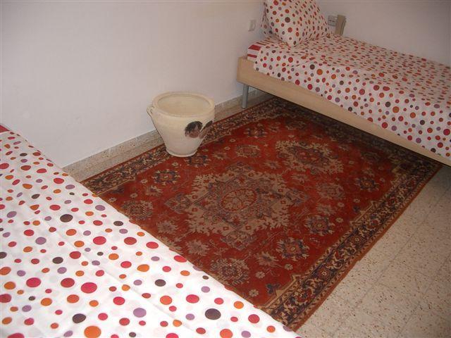 Bedroom w twin beds
