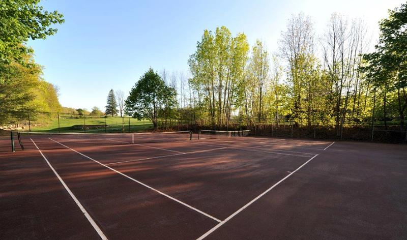 Private red clay tennis courts.Surrounded by golf course