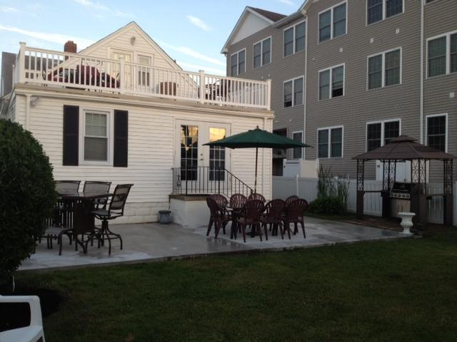 SINGLE BEACH HOUSE 4BR- sleeps 12, holiday rental in North Wildwood