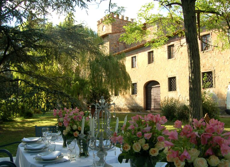Charming villa, Wi-Fi, weddings, cooking casses, pool, holiday rental in Mercatale Valdarno