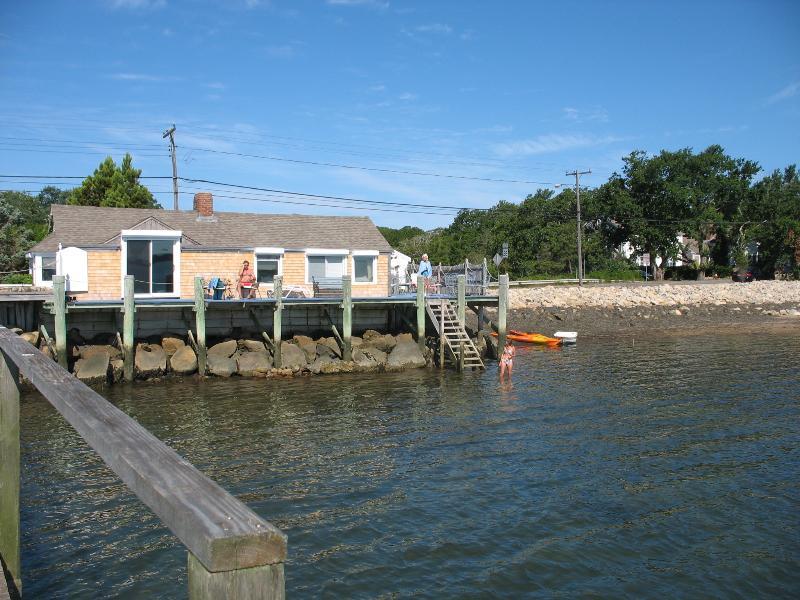 Simning, sunning och småätande på Boathouse däck.