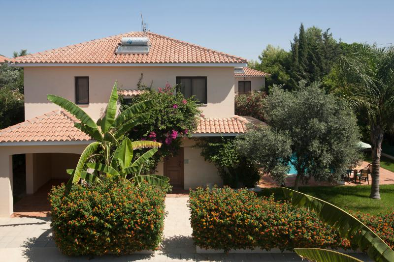 Four bedroom villa,private pool,garden,patio,BBQ,private parking,free wifi in a peaceful location.