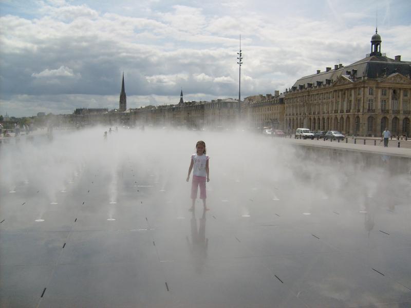 Le miroir d'eau on the riverfront Bordeaux.