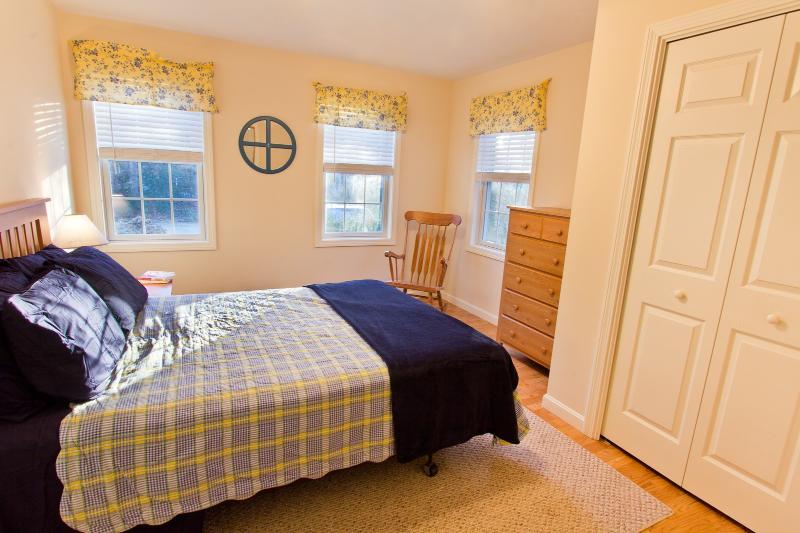 1st Floor Bedroom With Queen Bed