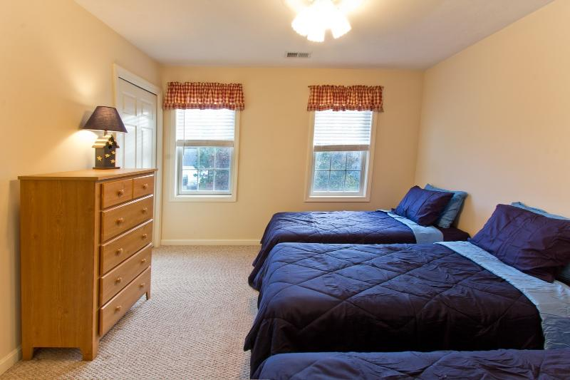 4th Bedroom With 3 Twin Beds