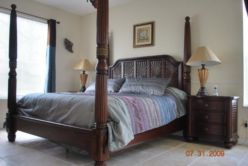 Master bedroom (1st floor)