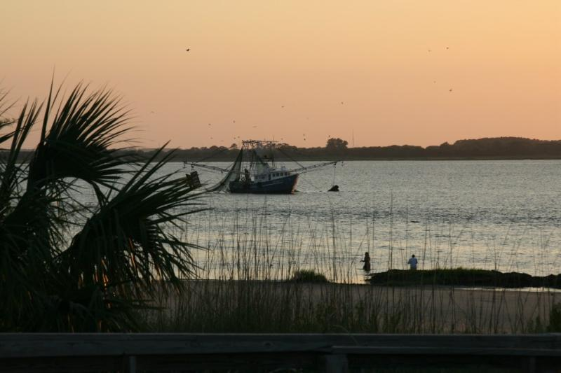 PERFECT BEACHFRONT BALCONY - CHANNEL VISTA, holiday rental in Tybee Island