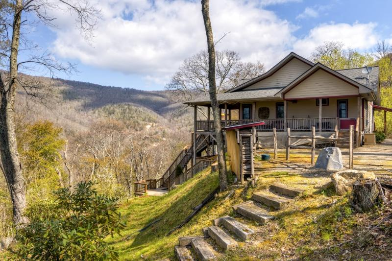 Come escape to this enchanting Maggie Valley vacation rental home!