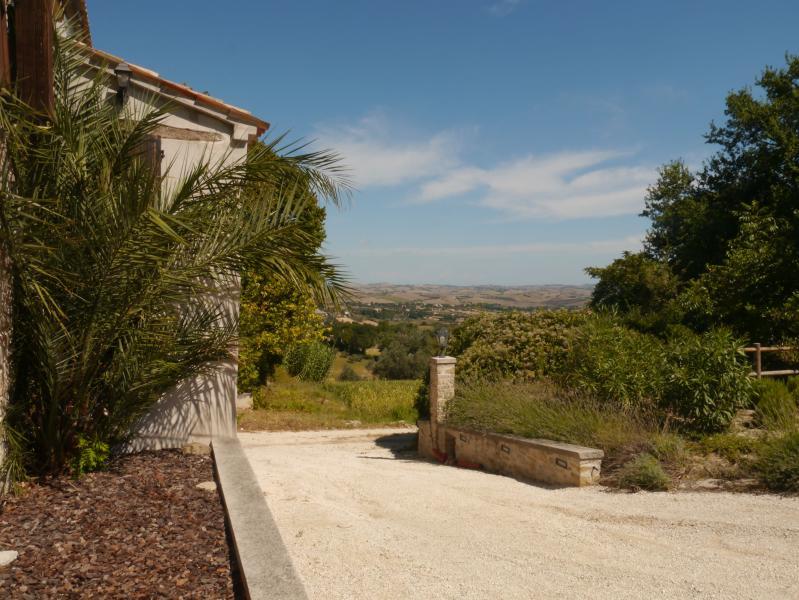 Puerta balcón con vistas de Marche