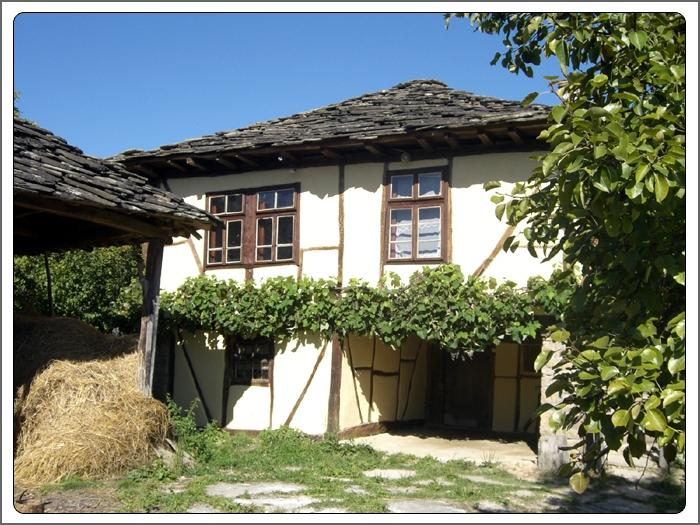 Traditional timber framed, stone roofed house near Apriltsi. (Kids under 3 free), holiday rental in Sopot