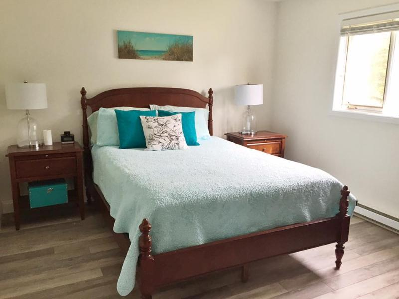 A comfortable Queen sized bed in the master bedroom.