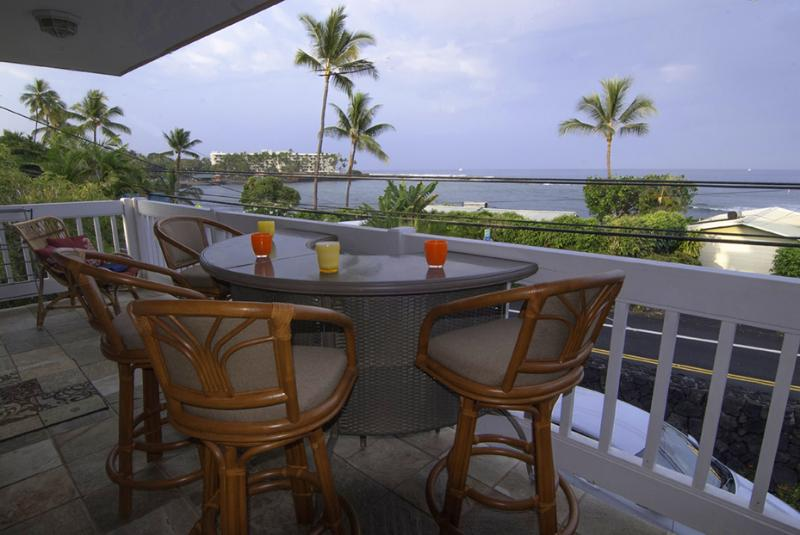 Kahaluu Beach, OCEAN VIEWS, The Best Snorkeling & Surfing, SUPER CLEAN, holiday rental in Kailua-Kona