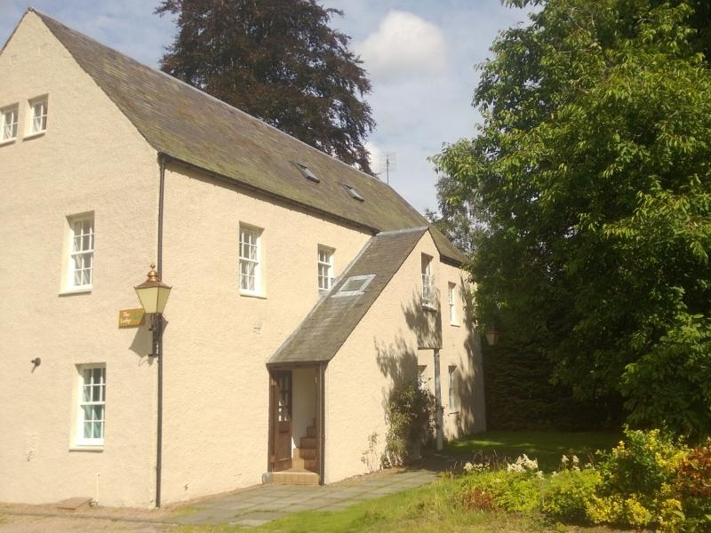 Charming apartment in grounds of Huntingtower Hotel