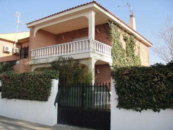Pareado en urbanización a 23 km de Toledo., vacation rental in Camarena