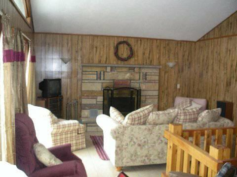 LAKEFRONT Poconos House Rental - PET FRIENDLY - KAYAK -FirePit -by GOLF & CASINO, vacation rental in Tobyhanna