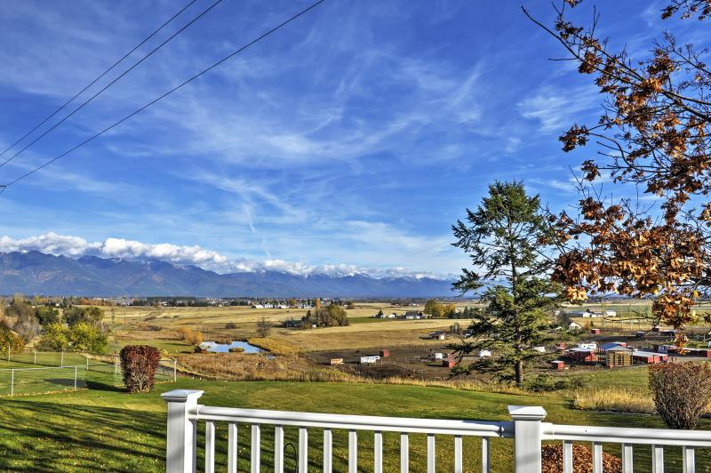 Desde la propiedad, podrá disfrutar de fantásticas vistas de las gamas de Columbia y nadaron montaña.