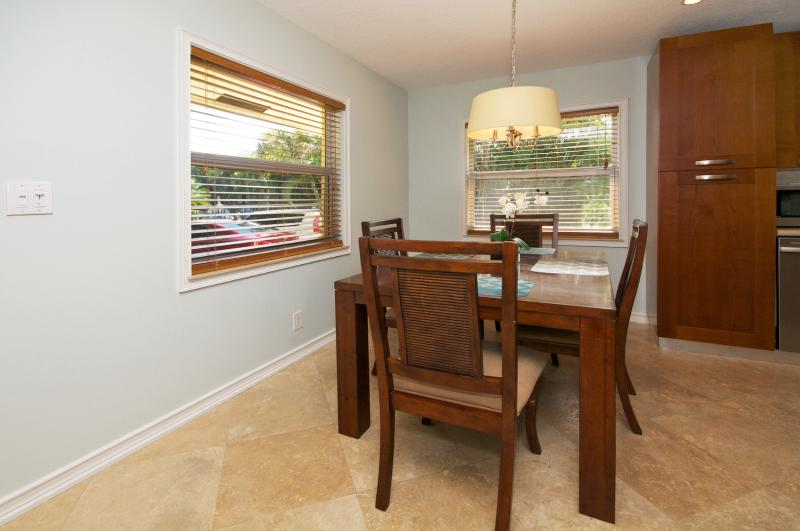 Dining Area - Seats 4
