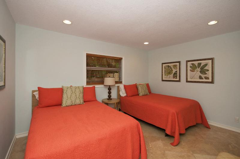 Bedroom #2 - 2 Twin Beds