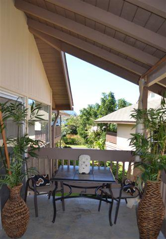 ALOHA Outdoor Eating  Area Top floor with vaulted ceilings