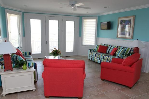 First floor quiet living room over looking the Intracoastal Waterway
