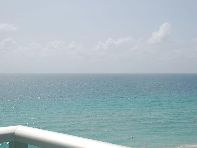 Oceanfront Condo Condo Directly On The Sea Has Internet