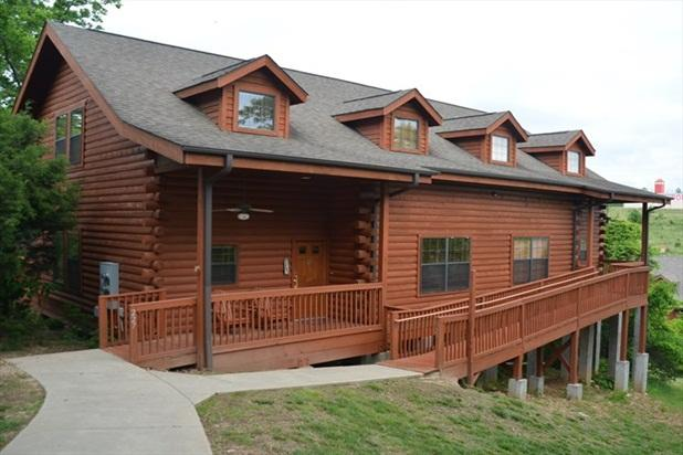 The 5 Bedroom Cabin is a perfect spot for a large group! Ramp in also.