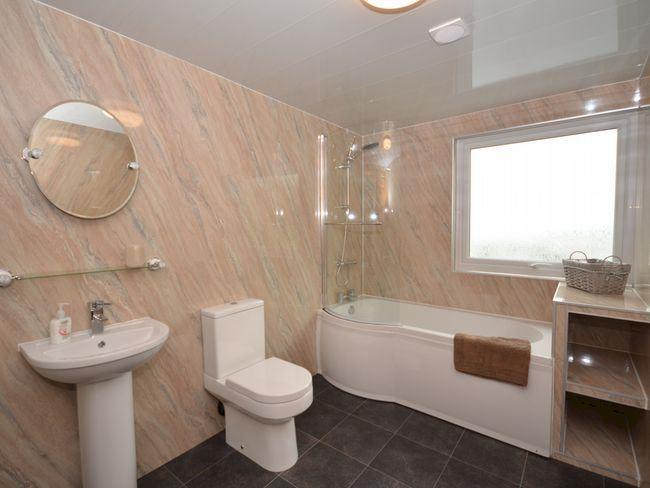 Upstairs famly bathroom