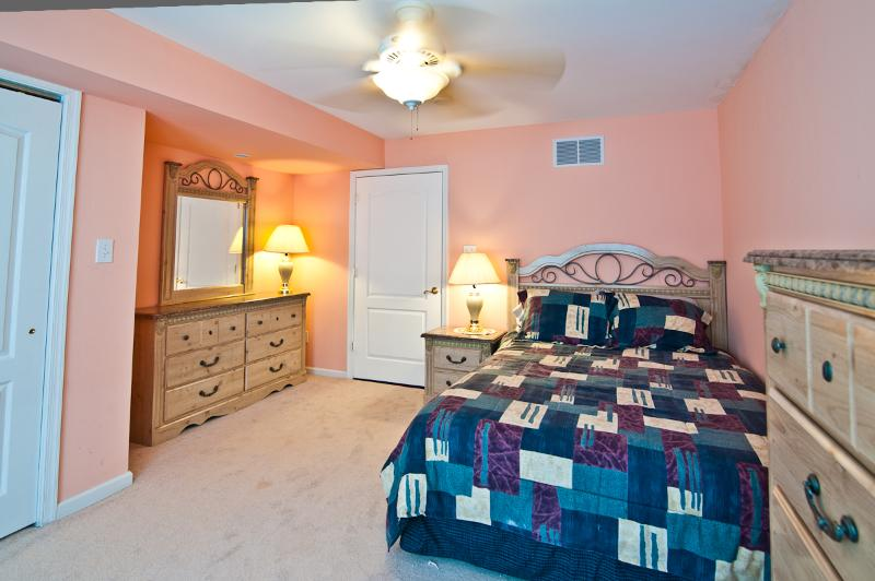 1st Floor Middle Bed Room.