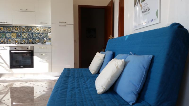 il divano letto matrimoniale in soggiorno