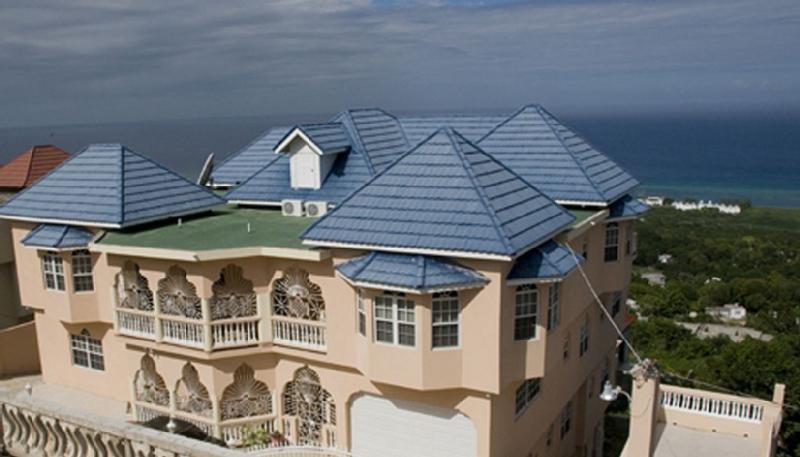 Sea View Heights Villa Montego Bay, est unique avec une vue qui donne un sentiment thérapeutique.