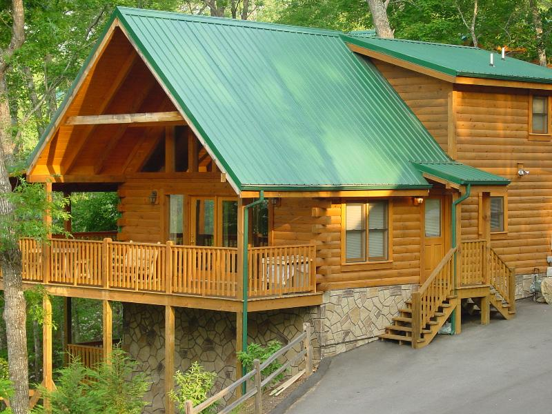 MOUNTAIN GETAWAY- Million Dollar View 5 Star Cabin, vacation rental in Gatlinburg