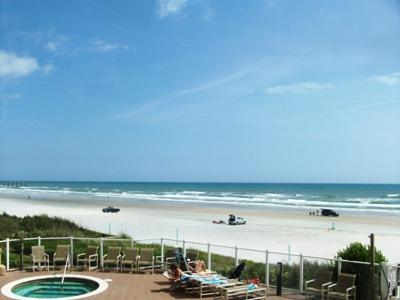 Luxury Oceanfront 3/3 Condo-Edge of No Drive Beach, holiday rental in Daytona Beach
