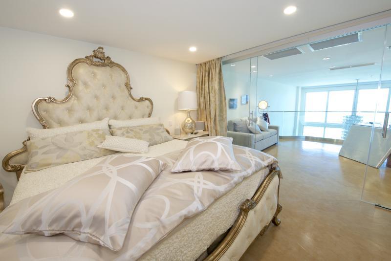 Exquisite KING SIZE BED upholstered velvet, TUFTED IN SWAROVSKI CRYSTALS