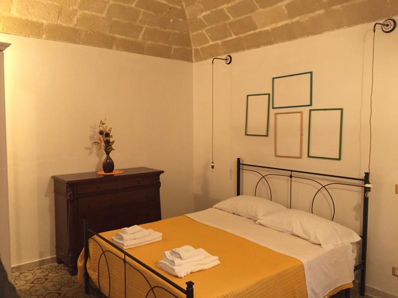 L'appartamento si trova nella centralissima via G.B. Fardella A pochi passi dai centri di interesse