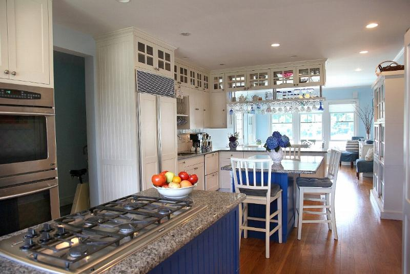Bright, large and well equipped kitchen