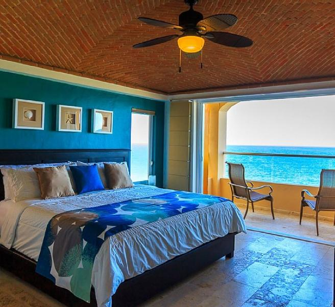 New Luxury Ocean Front Villa Spectacular Caribbean Ocean Views, holiday rental in Isla Mujeres