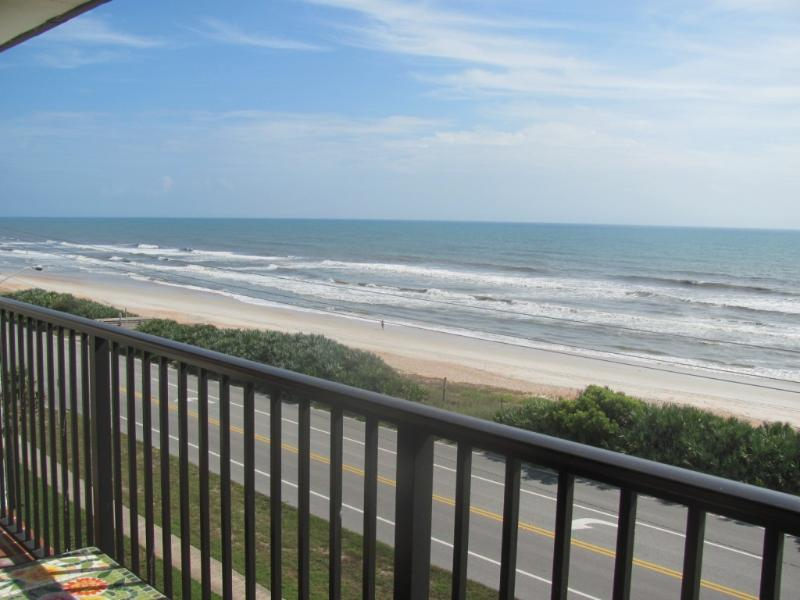 ORMOND-BY-THE-SEA BEACHFRONT CONDO, Ferienwohnung in Ormond Beach