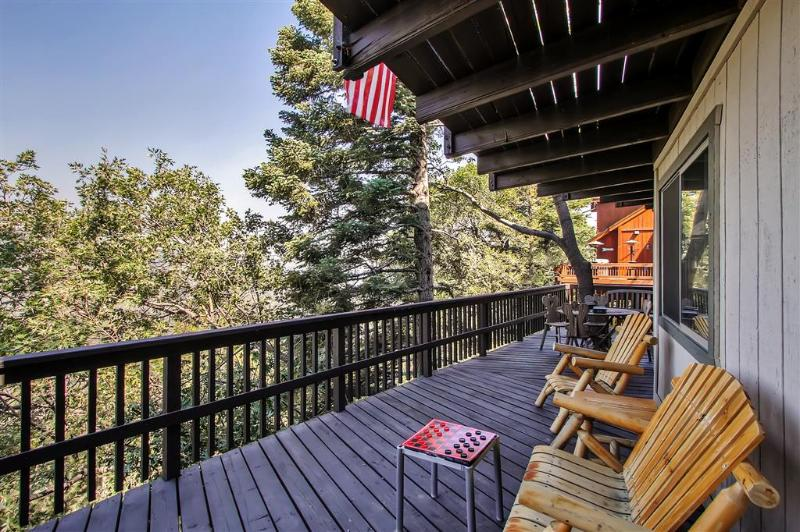 Lake Arrowhead Family Cabin w/Game Room, Mtn Views, vacation rental in Lake Arrowhead
