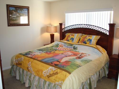 Master room w/ King bed & Disney theme bedding