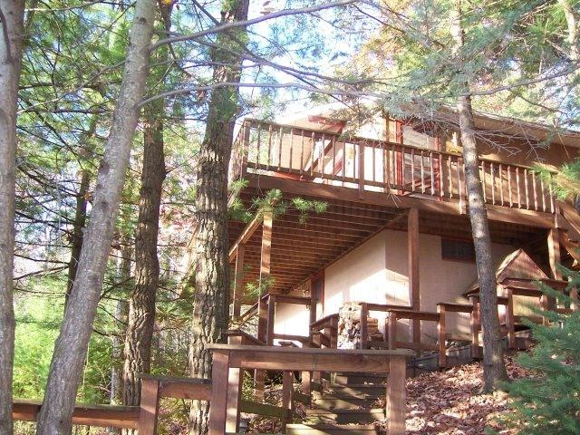 Large Secluded cabin with 2 huge open air decks