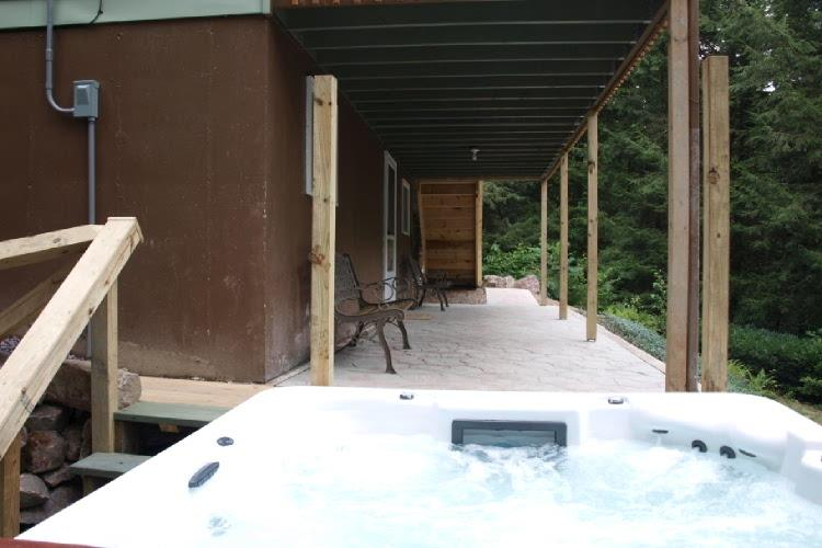Huge 8 person hot tub