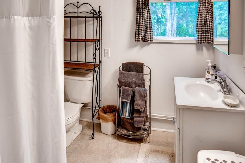 The full en suite bathroom provides the utmost convenience.