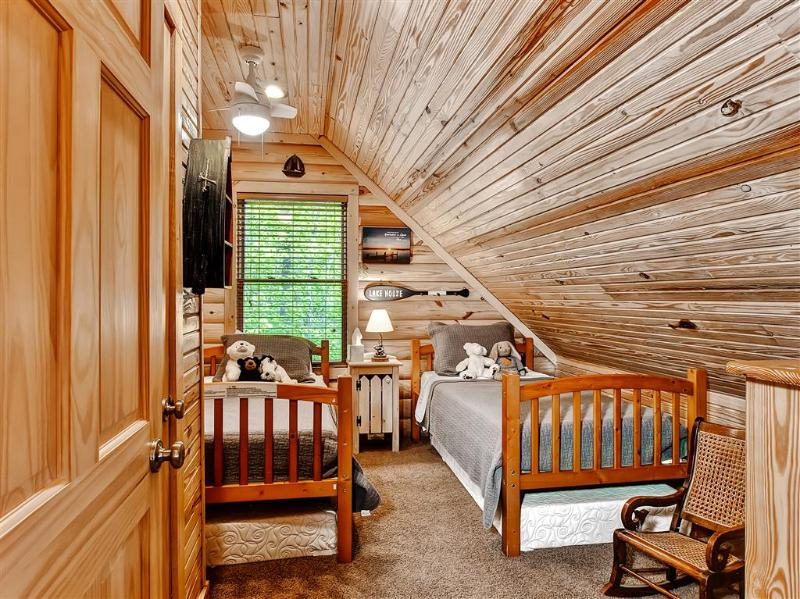 The kids will love this bedroom!