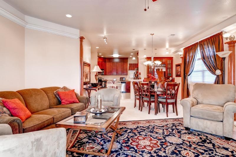 El interior está muy bien diseñado y decorado.