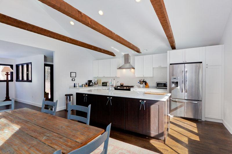 This gorgeous kitchen comes fully equipped with all the necessary cooking appliances