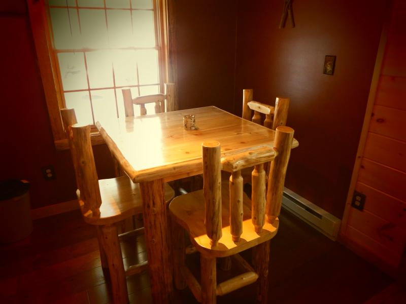 Cedar Log Table /Chairs